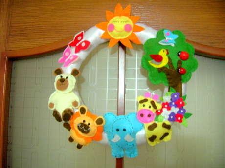 Keçeden bebek-çocuk odaları için sevimli hayvanlar kapı süsühttp://nuraycatasarimlar.blogspot.com/2011_07_01_archive.html