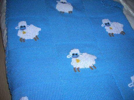 http://nuraycatasarimlar.blogspot.com/2011/11/kuzulu-mavis-bebek-cocuk-battaniyesi.html