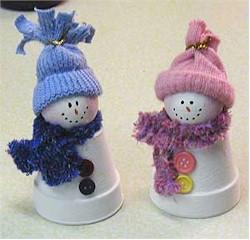 küçük saksılardan kardan adam ve kadın :)
