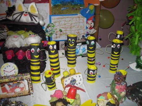 mutfak ve tuvalet kağıt peçetelerin rulloların dan yapılan arı ailesi