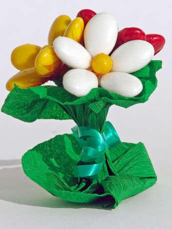 Badem şekerinden el yapımı çiçekler