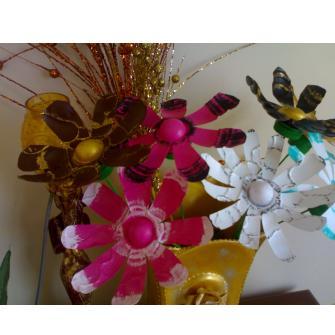 pet şişeden çiçeklerim