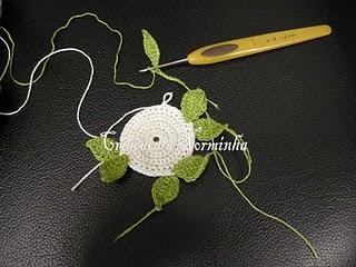 tığ işi dantel çiçekli broş yapımı