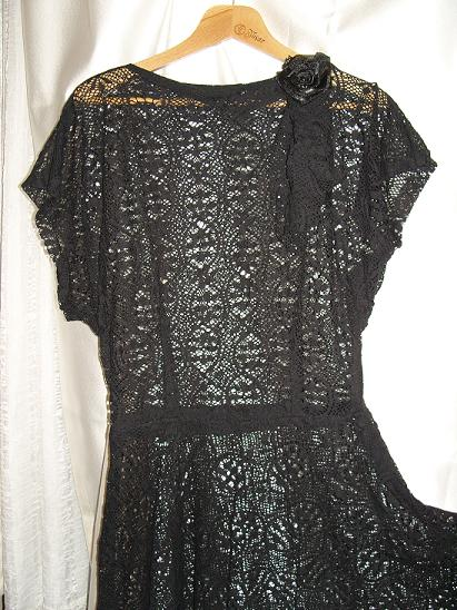 elde dikilmiş elbise