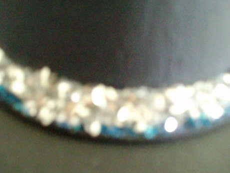 parlaklığını az buldum bir sıra mavi pul üzerine bir sıra da gri gümüş pul parçası ekledim