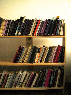 3 raflı masif kitaplık