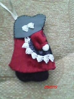 yeni yıl ağacı süsü kırmızı elbiseli kız