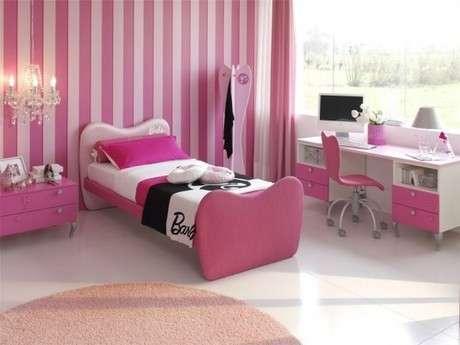Genç kız rüyası pembe yatak odası