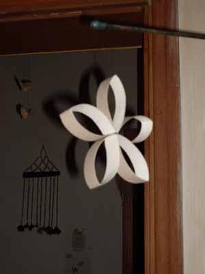 Havlu kağıdı rolasundan çiçek