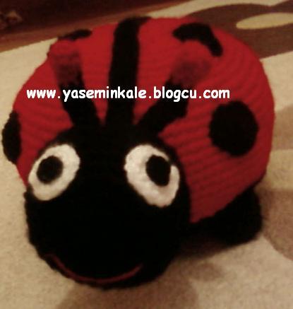 örgü oyuncak uğurböceği