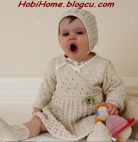 Bebek elbisesi çok şirin ama ben içindekine bayıldım uykusuda gelmiş