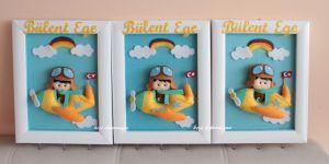 Pilot bebekli duvar askılığı