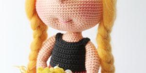 Amigurumi Mickey Mouse kostümlü bebek