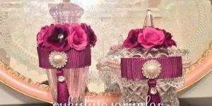 Çiçek süslemeli kolonya şişesi ve şekerliği