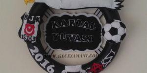 Keçe dolgulu Beşiktaş kapı süsü