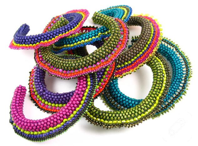 peyote-teknigi-ile-renkli-bileklik-modelleri-