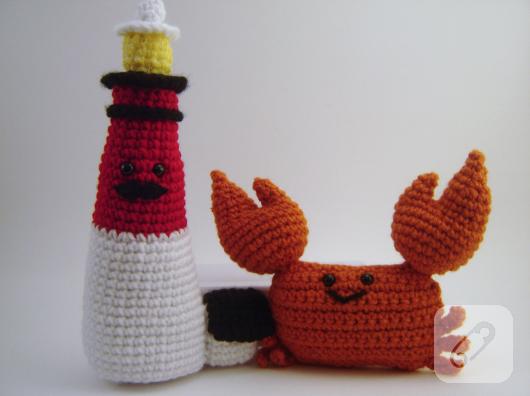 amigurumi-orgu-yengec-ve-deniz-feneri-oyuncak