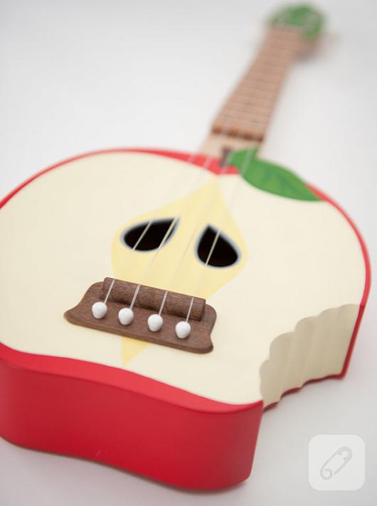 el-yapimi-elma-seklinde-ukulele-minik-gitar