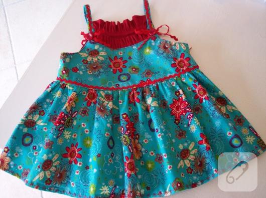 sutasi-ile-suslu-minik-mavi-kirmizi-kiz-cocuk-elbisesi