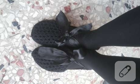 siyah-kurdeleli-sade-siyah-ev-patigi-modeli