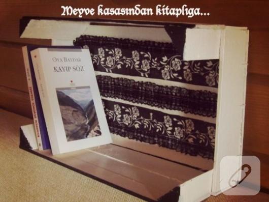 eski meyve kasasından kitaplık