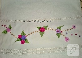 Minicik çiçekli ve yapraklı kurdele nakışı havlu kenarı