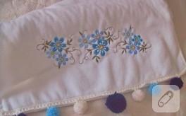 Mavili ponponlu havlu kenarı