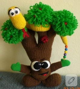 Örgü Sevimli Ağaç ve Dostu Yılan