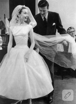 Audrey Hepburn Tarzı Gelinlik