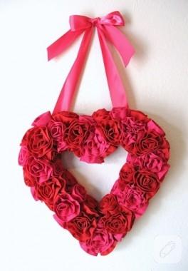 Güllerden kalpli çelenk yapımı…