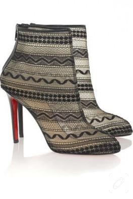 Bu Ayakkabılar Dantelden..