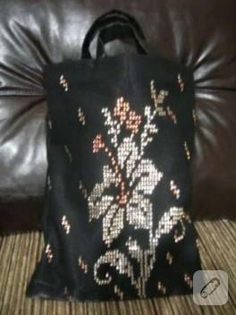 Siyah üzerine sarı ve gümüş tel kırma el çantası