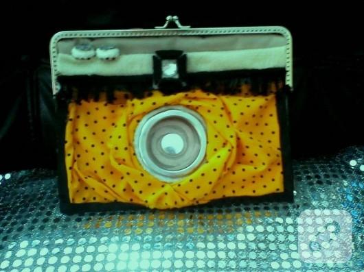 Fotoğraf makinası şeklinde çanta
