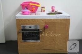 İşte karton kutudan mutfağımız
