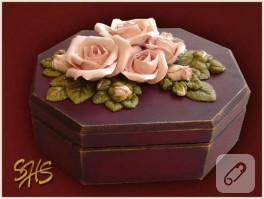 Somon güllerle bordo takım