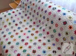 Motifli tığ işi battaniye