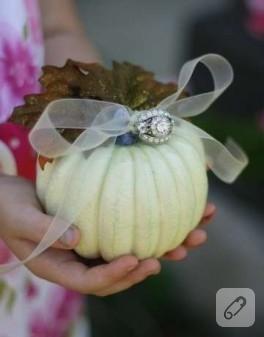 Çok farklı nişan yüzüğü yastıkları