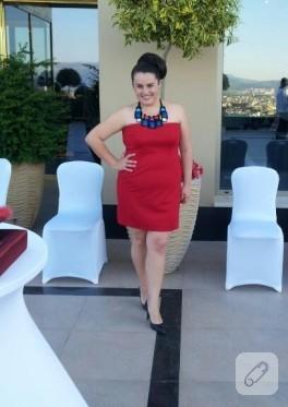 Kırmızı elbise (abiye)