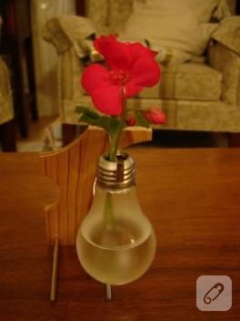 Eski ampüllerinizden şık vazolar yapın