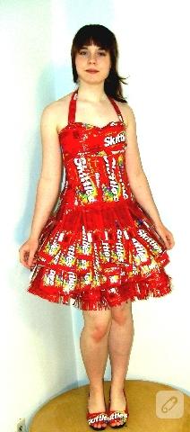 ambalaj kağıdından elbise