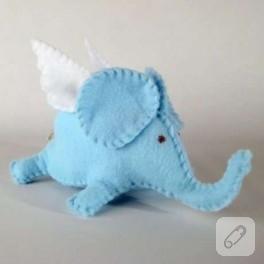 Bu filler uçuyor :)