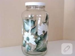 Çiçek ve yapraklarla dekoratif kavanoz