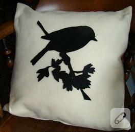 Siyah keçe kumaştan dal ve kuş