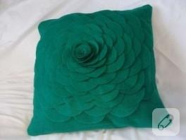 Yeşil keçe yastık