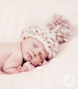 Bebek mi daha tatlı şapka mı?