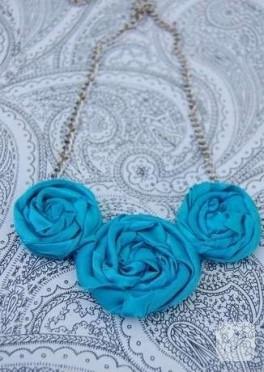 Kumaş çiçekli mavi kolye