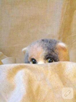 Bakın burada kim saklanıyor.