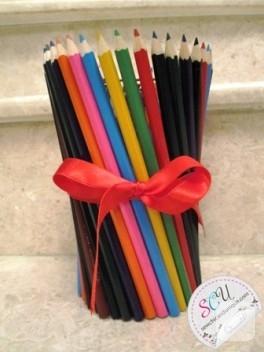 Kalemlerden vazo yapın.