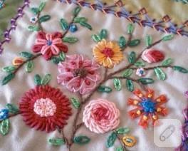 Kurdela Nakışı Çiçekler