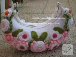 çiçekli beyaz çanta…
